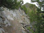 Puis on passe dans un chemin creusé dans le rocher et sécurisé