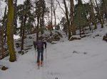 La neige est lourde à cette basse altitude et le chemin plutôt pour raquettes que skis