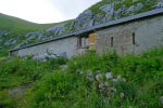 Une ancienne ferme devenue refuge provisoire : La Combe