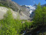 En descendant cette moraine, vue le glacier de Riedgletscher