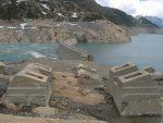 Les anciennes installations pour la construction du barrage
