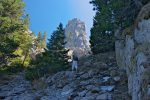 On arrive sous le col, les grimpeurs se font visibles