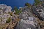 Je me demande toujours pourquoi on met des plaques commémoratives en montagne.