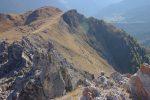 Pierre d'Avoi est un secteur de grimpe. Et donc le chef de la cordée arrive au sommet. Il y a aussi deux personnes qui grimpent sur le rocher pointu