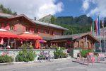 Le restaurant du col du Pillon, nous sommes à coté de la frontière bernoise, donc les armoiries des deux cantons sont présentes.