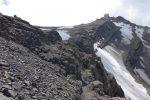 Des barrières sécurisent notre chemin vers Glacier 3000