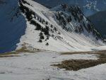 Il faut rejoindre le col de Verne, mais ce versant plein S (adret), est bien dégarnie, il y a juste de quoi skier en slalomant.