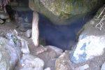 La buée sort de la grotte