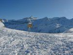 Col de Seron (2153m), avec au fond les Diablerets. Je retrouve avec plaisir le soleil, car ça caille à l'ombre