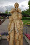 Il y a plusieurs sculptures, fort bien réalisées
