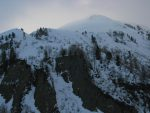 Sur ma droite, le pan de montagne sous La Peule, Le Lavarsay, je pense rentrer par là.