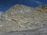 Puis nous rejoignons la terre ferme, enfin passé les premiers mètres glissants (poussière sur rocher lisse)