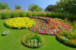 Départ depuis le jardin Anglais et sa célèbre horloge fleurie. On voit le sommet du jet d'eau au fond