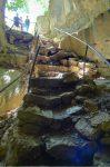Sortie de la Grotte de l'Orjobet, je retrouve les randonneurs croisés au sentier de la Grande Gorge.