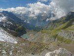 Sur notre gauche le lac glaciaire du Pt2184