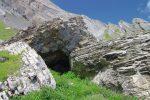 Le rocher offre parfois des abris.