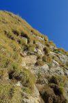 Sur la photo la vie semble facile, que non ! A mon pied se trouve un spit (hors photo). Je monte dans l'herbe à gauche