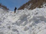 Christian dans Le Merdesson, on comprend le nom de ce ruisseau lorsque on skie dedans ! Vue arrière