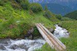 On repasse sur le pont d'un affluent du torrent d'Aron