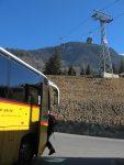 Puis je prends le bus et laisse les télécabines pour les skieurs de pistes