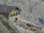En contrebas le refuge G. Oberto du Club Alpin Italien