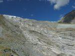Départ au bas du barrage de Mattmark, avec ici en vue sur le coté sur ce qui reste du glacier Allalingletscher, lieu de l'accident de 1965
