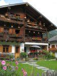Non ça n'est pas une photo de la Suisse mais à Macugnaga, fort joli village