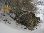 Je pensais passer par la forêt, sur la gauche mais je n'étais pas sûr de la hauteur de la neige en forêt et j'ai donc continué tout droit. Il y avait de vieilles traces.