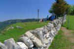 Mur de pierres sèches qui longe le Creux du Van