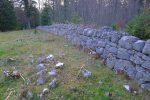 Je longe le mur de pierres sèches, le long de la crête La Correntine