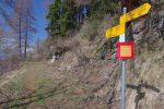 Ce panneau au Rosey nous avertit du danger des chutes de pierres et qu'il est formellement interdit de s'arrêter. Coure forrest !