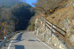 Je n'aime pas longer la route, en plus étroite, mais pas le choix. On voit les ponts au fond
