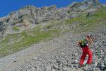 Le chemin slalom pour se rapprocher de la falaise