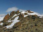 Les dernières pentes sont pentues et la neige soufflée délicate. Peu avant le sommet, je déchausse pas assez de neige. Je suis entre le sommet N et S de la Pointe deTourtemagne (3080m et 3070m). Comme je m'y trouve bien, je reste entre ces deux sommets.