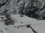 Zoom sur l'hôtel et la cabane d'hiver