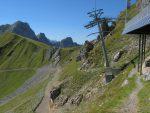 Nous partons en direction de la cabane de la Videmanette par un chemin un peu aérien (à droite).