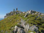 Le sommet de Rocher Plat, 2257m, avec un joli cairn mais pas de livre d'or, ni de croix.