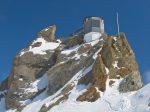 On laisse les skis au niveau de la plaque commémorative (en souvenir du colonel Rodolphe Tissières, père de la Patrouille des Glaciers), puis on continue à pieds.