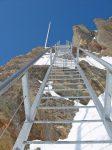 Les fameux escaliers de Bertol, en grosse chaussures on avance avec précaution, il y a le vide derrière nous !