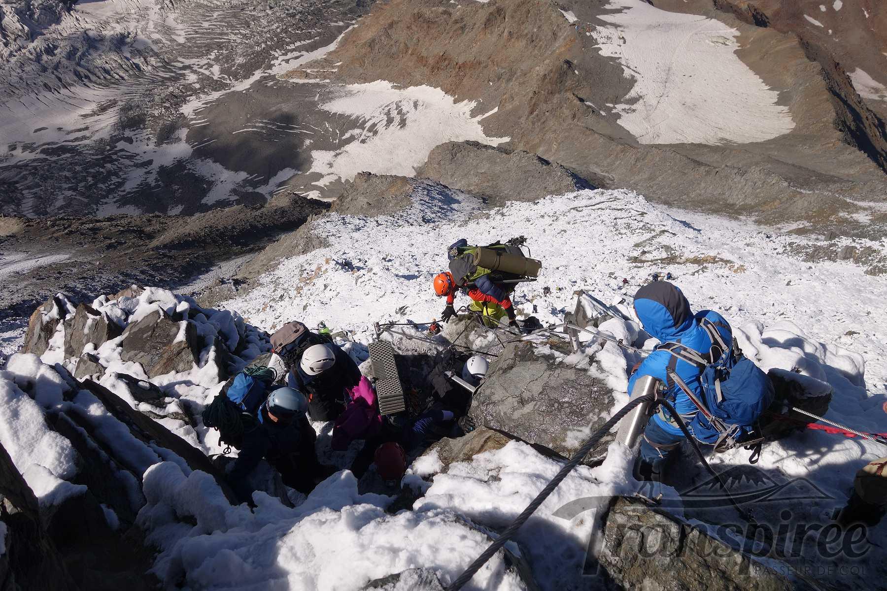 Alpinisme depuis l'ancien refuge du Goûter, glacier de Tête Rousse, Désert de Pierre Ronde au Nid d'Aigle