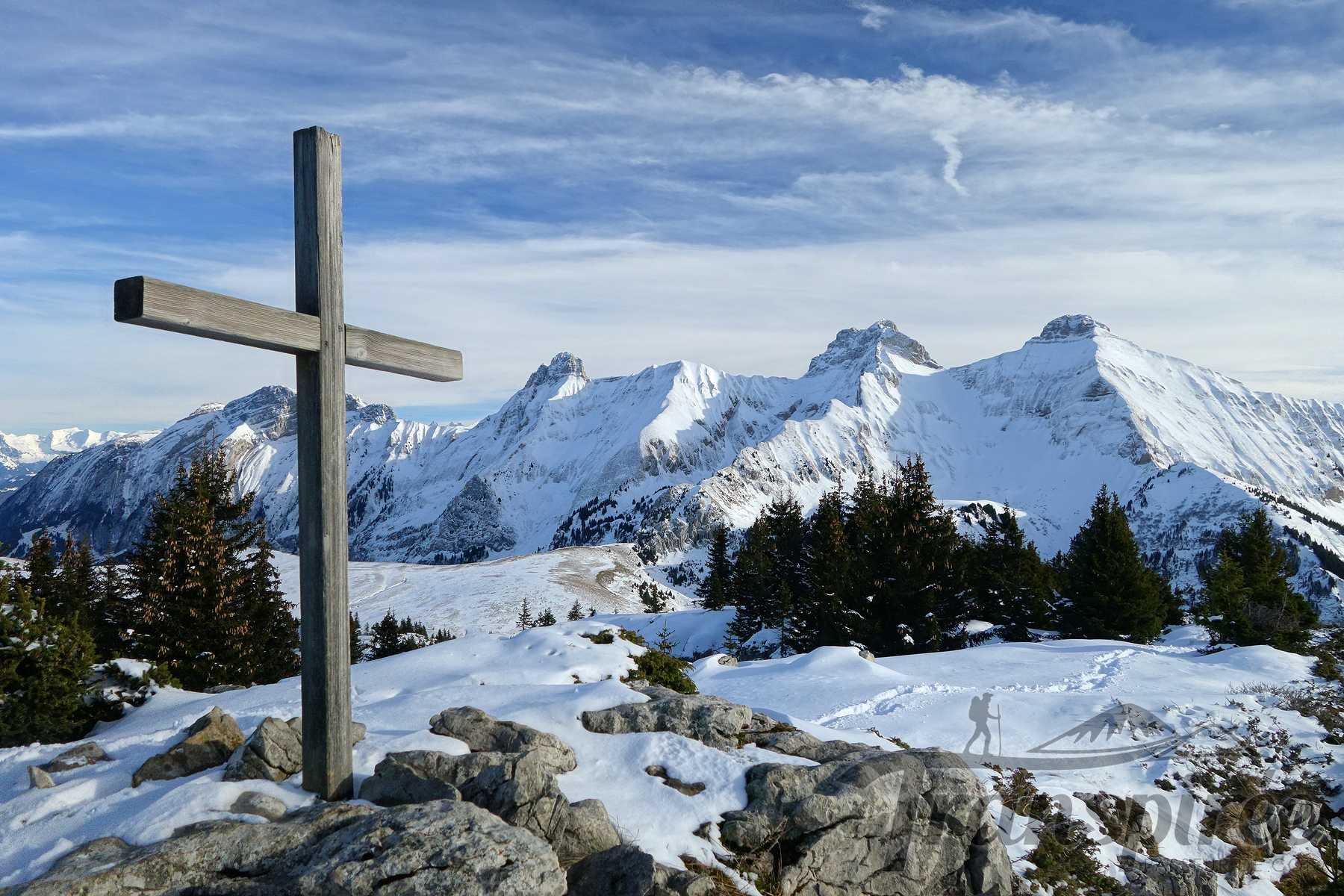 Randonnée en raquettes aux Rochers de Leschaux depuis Solaison et la glacière