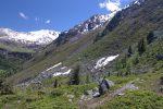La suite du chemin se fait à flanc de coteau, sous les pentes du Mont Noble