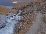 On traverse un ruisseau issu du Glacier des Ecoulaies