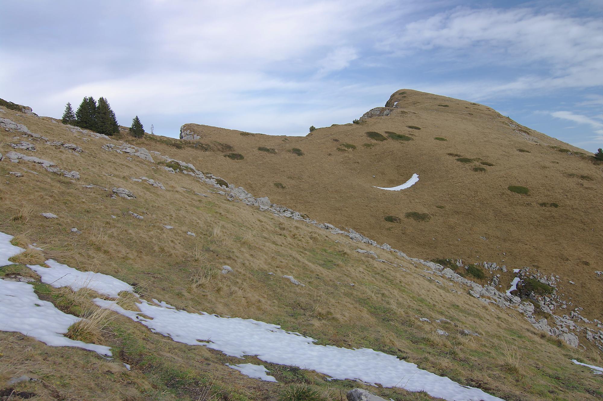 Le sommet du deuxième P2011 est au fond, on continue le long de cette crête.