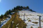 Peu après le creux du Pt1953, je remonte via l'arête pour le sommet du Pt2009. Il est possible de passer par la piste de ski, à droite hors photo