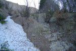 Je remonte le long de ce ruisseau à sec, du II parfois et pars ensuite à droite