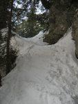 Un des passages délicats du chemin d'été lorsqu'on est à skis.