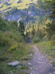 Après Les Mitaines, croisées des chemins pour la cascade d'Anterne, le chemin est spacieux