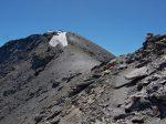 On sort des chaînes, chemin tranquille, mais long pour rejoindre le sommet