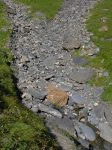 Un ruisseau bienfaiteur, on remplit nos gourdes. Il y en a d'autres après